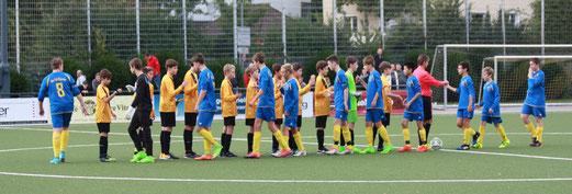 TuS C1-Jugend im Pokalspiel gegen Blau-Gelb Überruhr. - Fotos: pad (1-2,4-5), mal (3).