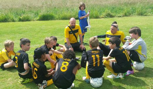 TuS E2-Jugend, dritter Platz von 16 Teilnehmern in Mintard. - Fotos: o.k.