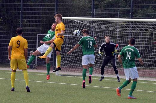 TuS Erste Mannschaft im Spiel gegen Grün-Weiß Wuppertal. - Foto: ings.