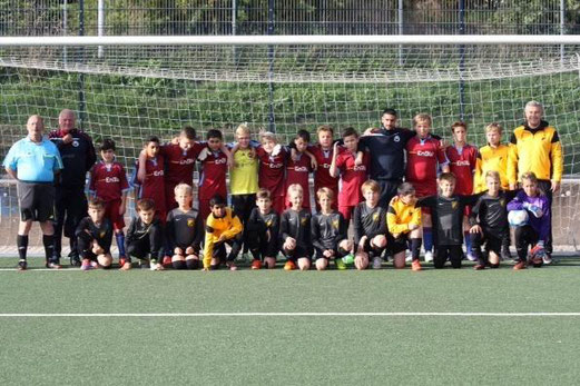 TuS D2-Jugend vor dem Testpiel beim SV Eintracht Heessen in Hamm. - Fotos: p.d.
