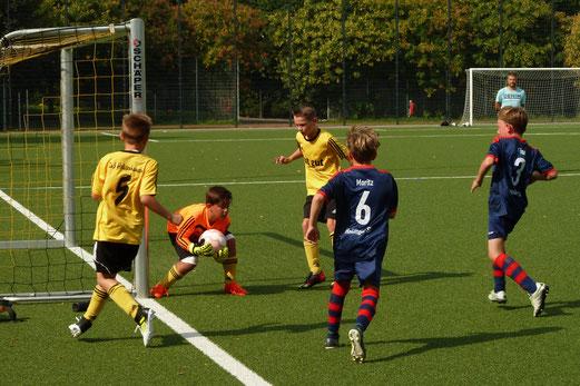 TuS E1-Jugend im Testspiel gegen den Heisinger SV. - Fotos: mal.