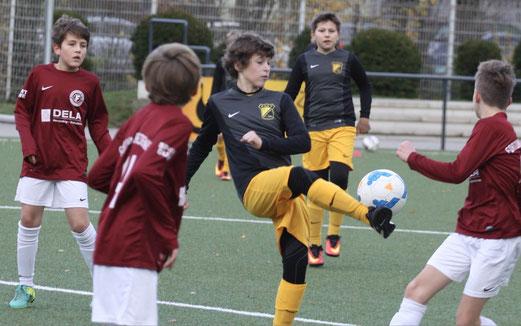 TuS D1-Jugend im Spiel gegen Fortuna Bredeney. - Fotos: pad.