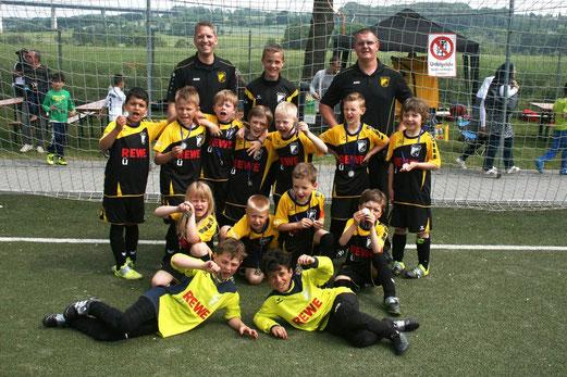 TuS F2-Jugend beim Turnier in Mintard, drei Spiele, drei Siege. - Fotos : mage.