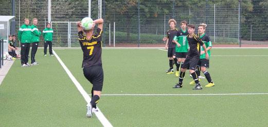 Hohe Niederlage: TuS B2-Jugend im Spiel gegen Adler Union Frintrop 2. - Foto: abo.