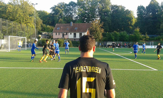 TuS A-Jugend im Pokalspiel gegen SG Altenessen. - Fotos: mal (1), abo (2-3).
