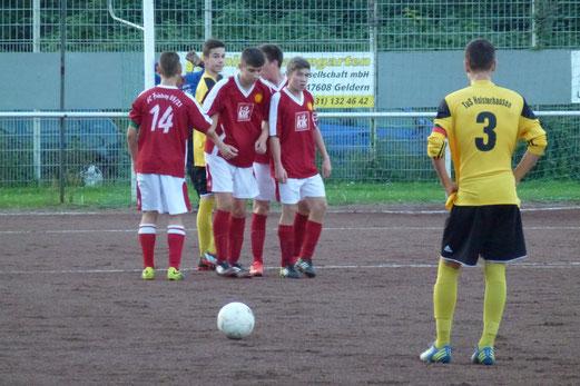 Mühsames Weiterkommen im Elfmeterschießen: TuS B1-Jugend beim SC Frintrop. - Foto: mal.
