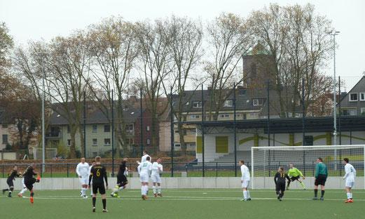 TuS Zweite Mannschaft im Auswärtsspiel bei JuSpo Altenessen. - Fotos: mal.