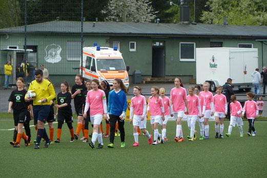 TuS U13 Mädchen im Kreispokalfinale gegen Adler Union Frintrop. - Fotos: mal.