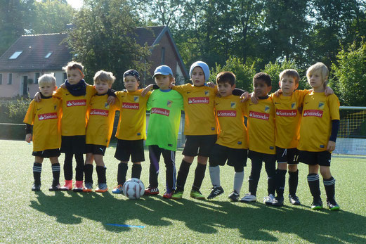 TuS Bambini 1 im Spiel gegen den TuSEM. - Fotos: mal.