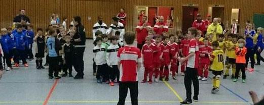 Siegerehrung des TuSEM - F2-Turniers in der Halle am Lührmannwald. - Foto: b.b.