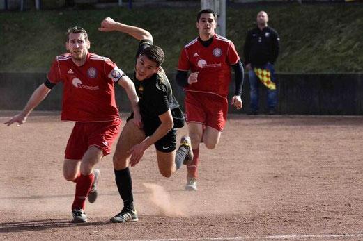 TuS Zweite Mannschaft im Spiel bei NK Croatia an der Haedenkampstraße. - Fotos: a.s.