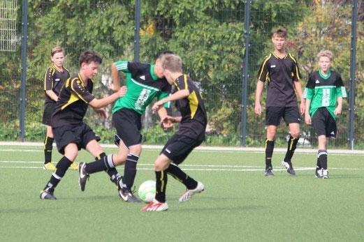 Hoffnungslos unterlegen war die TuS B2-Jugend im Spiel gegen die B2 von Adler Union Frintrop. - Foto: abo.