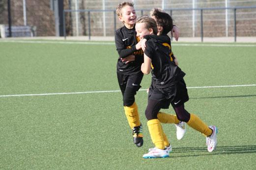 TuS E2-Jugend im Freundschaftsspiel gegen die E2 der SG Schönebeck. - Foto: o.k.