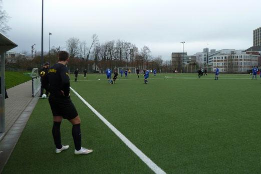 Dritte Mannschaft im Heimspiel gegen die Zweite des Heisinger SV. - Fotos: mal.