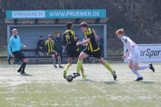 TuS A-Jugend im Spiel bei Sportfreunde Niederwenigern. - Foto: abo.