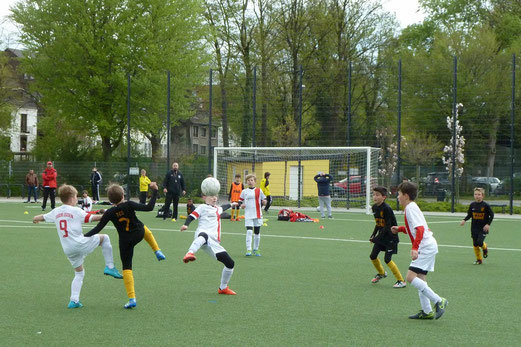 TuS E1-Jugend im Heimspiel gegen die E1 des TuSEM. - Fotos: mal.