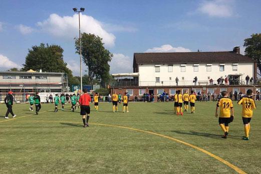 TuS C2-Jugend im Spiel bei der C3 von Adler Union Frintrop. - Foto: stig.