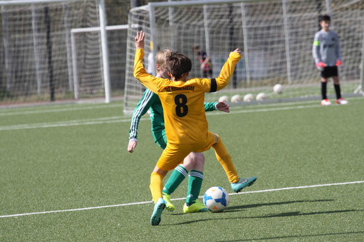 TuS D2-Jugend im Heimspiel gegen die D2 der SpVgg. Schonnebeck. - Fotos: mal.