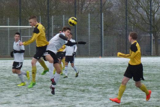 Spätes Aus in der Verlängerung: TuS B1-Jugend im Niederrheinpokal gegen den VfL Rhede. - Foto: mal.