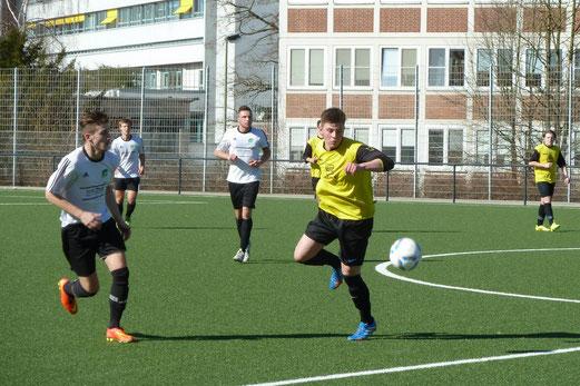 TuS A-Jugend an der Pelmanstraße gegen den Tabellenzweiten SpVgg. Schonnebeck. - Foto: mal.