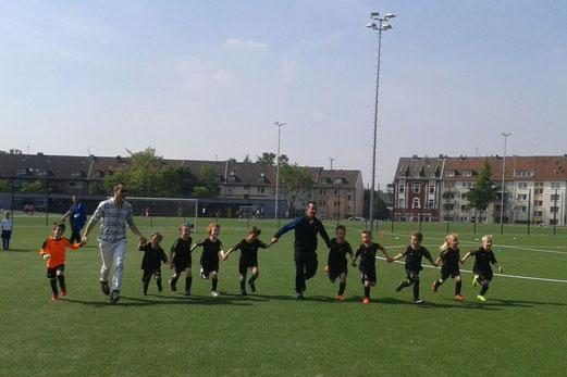 TuS Bambini 1 - Turniersieger beim FC Saloniki an der Hövelstraße. - Foto: kiba.