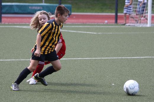 TuS D2-Jugend im Testspiel am Fibelweg. - Fotos: p.d.