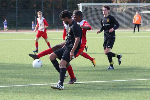 TuS A-Jugend im Spiel gegen ESC Rellinghausen 06. - Fotos: abo.