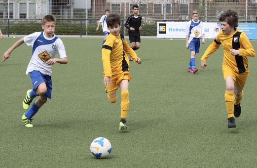 TuS D1-Jugend im Spiel gegen den SV Burgaltendorf. - Fotos: pad (1-9), mal (10-12).