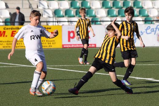 TuS D2-Jugend im Auswärtsspiel bei der D2 der SpVgg. Schonnebeck. - Fotos: p.d.