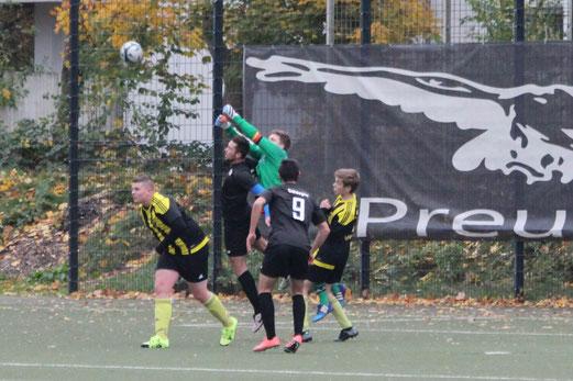 TuS A-Jugend im Auswärtsspiel bei ESC Preußen. - Fotos: abo.