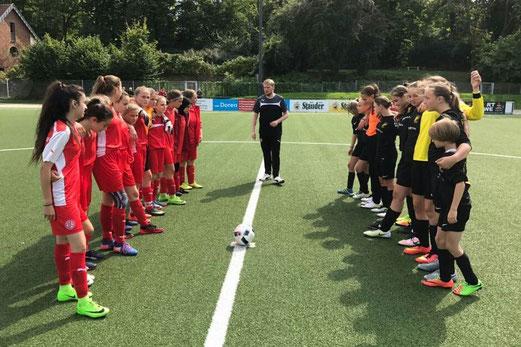 TuS U15-Juniorinnen gegen Rot-Weiss Essen. - Foto: cbra.