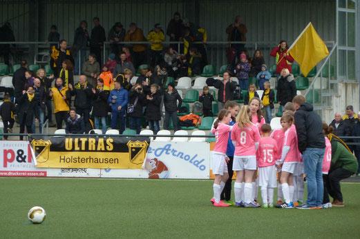 TuS U13 Mädchen im Kreispokalfinale gegen Adler Union Frintrop. - Fotos: mal, r.f. und a.s.