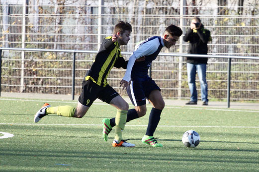 TuS A-Jugend im Spiel gegen den FC Kray. - Fotos (1-4): pad.