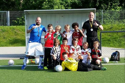 Verdiente Medaillen für die E2-Jugend. - Foto: bb.