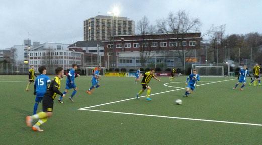 TuS A-Jugend im Testspiel gegen SG Kupferdreh-Byfang. - Fotos: mal.