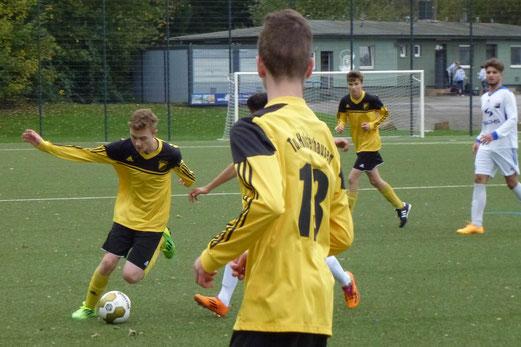 4:2 nach 1:2: TuS B1-Jugend im Auswärtsspiel in Schonnebeck. - Fotos: mal.