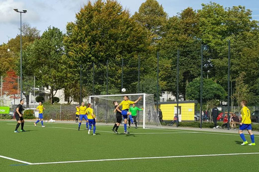TuS Zweite Mannschaft im Spiel gegen den Gehörlosen TSV. - Fotos: nal.