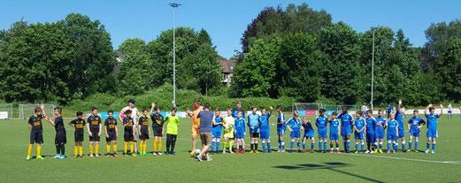 TuS D2-Jugend im Freundschaftsspiel bei der D2 der SG Schönebeck. - Fotos: m.d.