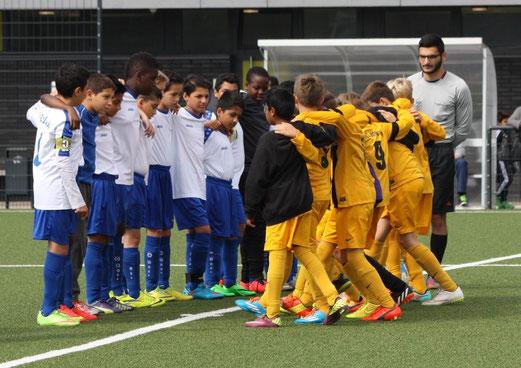 TuS D2-Jugend im Auswärtsspiel bei der D2 des FC Saloniki-EFV. - Fotos (D2 unten, MU13 oben): p.d.
