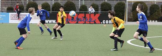 TuS D1-Jugend im Spiel gegen SG Kupferdreh-Byfang. - Fotos: pad.