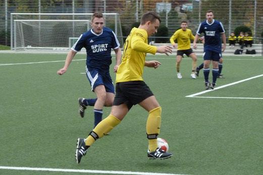TuS Zweite Mannschaft im Heimspiel gegen Tgd. Essen-West 2. - Fotos: mal.