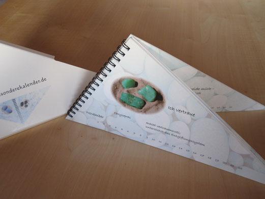 der besondere Kalender mit Steinen auf der Höhe der Zeit