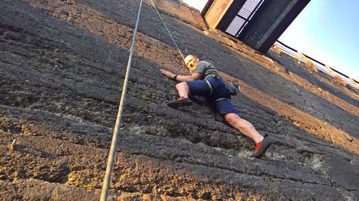 """Juni 2017, erste  Geh-, bzw. besser gesagt, Kletterversuche beim dienstäglichen """"offenen"""" Klettertreff des Alpenvereins im Duisburger Landschaftspark"""