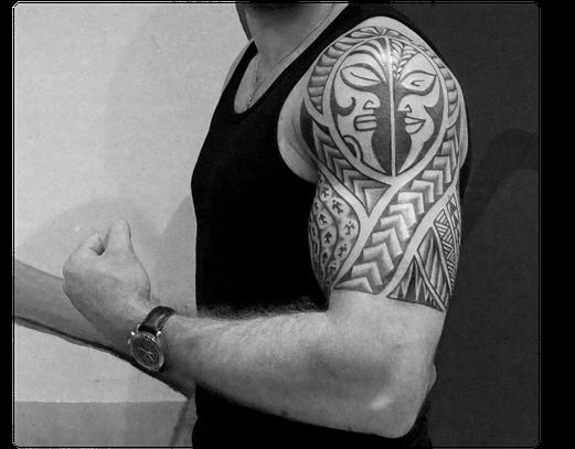 Oberarm Tatau Maori polynesisches Südsee Tattoo Studio Tätowierer Köln NRW