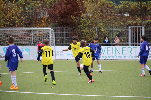 TuS E2-Jugend im Heimspiel gegen die E2-Jugend von DJK Katernberg 19. - Foto: a.k.