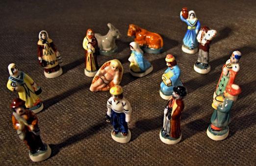 """1. Dezember - Santons (""""Kleine Heilige"""") Traditionelle, provenzalische Krippenfiguren im Kleinformat (2.5 cm hoch). Aus Kunststein, gebrannt.  In Königskurchen eingebacken"""