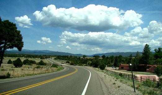 Begleitet von photogenen Wolken nähern wir uns Pecos (NM).