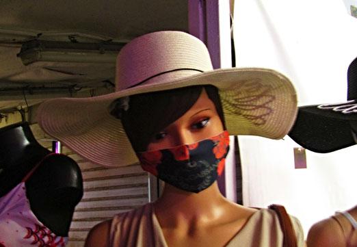 25. Juli 2021  - Seit gestern herrscht wieder Maskenpflicht. Sie hält sich daran!