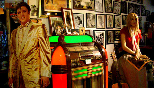 Die Musicbox neben Elvis wurde uns für US$ 4000,00 angeboten.