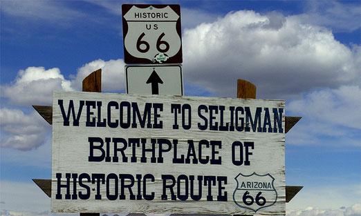 Begrüssungsschild an der Ortseinfahrt von Seligman